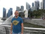 Delante del Merlion de Singapur (Jose Ferri)
