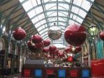 bolas de navidad en Convent Garden Londres (Jose Ferri)