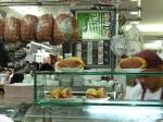 Bocadillos de mortadela en el mercado (Jose Ferri)