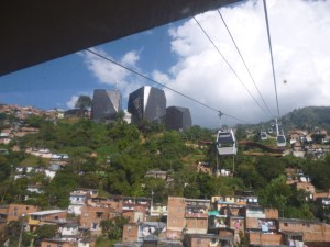Subiendo a la biblioteca España Medellin (Jose Ferri)