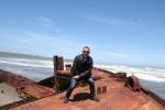 Jose Ferri en el barco varado