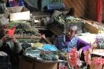 Señoras en mercado de castro_Jose Ferri